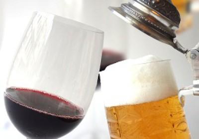 Cena maridaje de vino contra cerveza